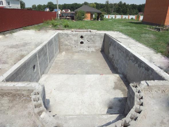 Бетонный бассейн на участке: подготовительные работы